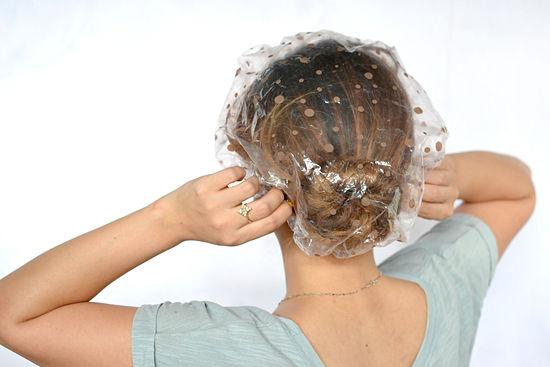 Шапочка для процедур на волосах