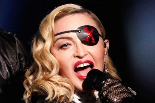 Мадонна в концертном туре MadameX