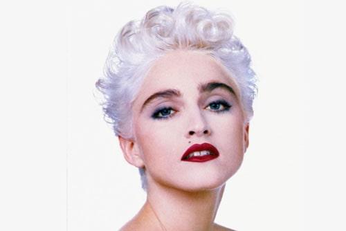 Мадонна с короткой стрижкой блонд