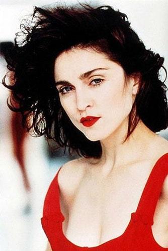 Мадонна в красном платье